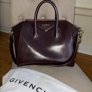 Givenchy Medium Antigona tote